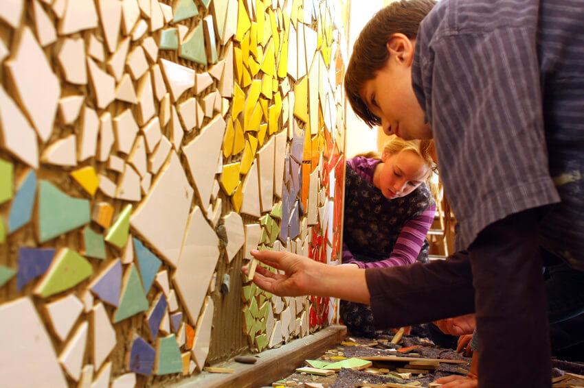 Ein Mosaik aus Fliesen für den Schulflur. Blote Vogel Schule Witten Handwerk und Handarbeit
