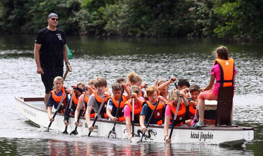 Drachenbootrennen auf der Ruhr. Hier zeigt sich immer wieder die starke Gemeinschaft unserer Klassen: Gemeinsam fokussiert sein.
