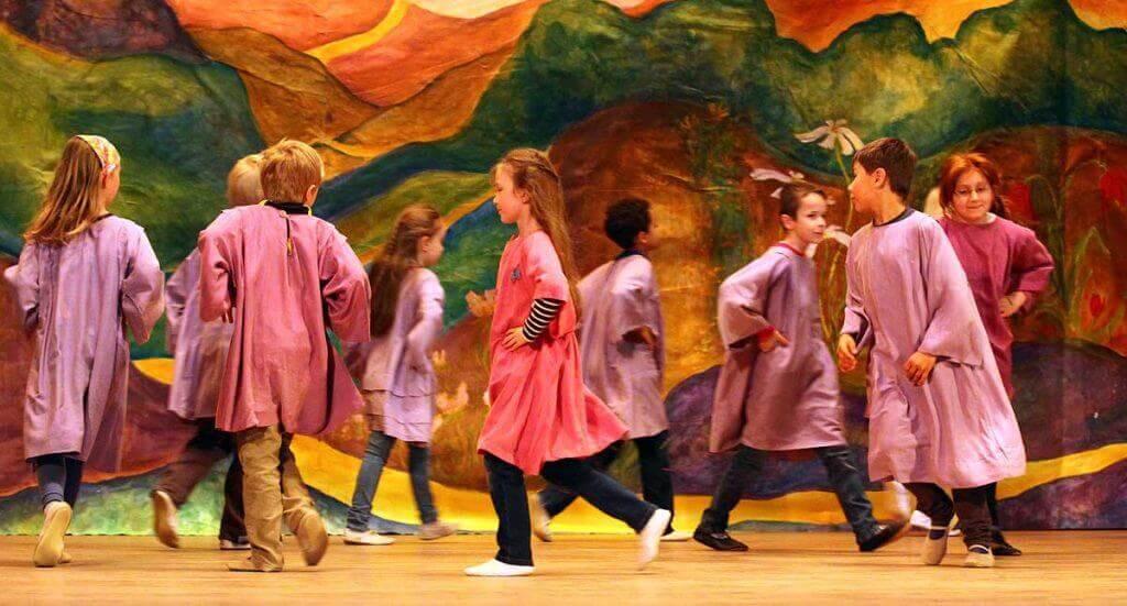 Impressionen aus dem eurythmie Unterricht an unserer Waldorfschule in Witten.