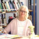 Elvira Schlagowski leitet die Bibliothek unserer Schule in Witten.
